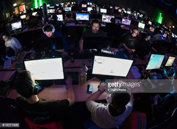 computer game players at lan party /computer game tournament - esport stock pictures, royalty-free photos & images
