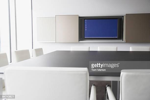 コンピュータモニターのコンファレンスルーム - 大型テレビ ストックフォトと画像