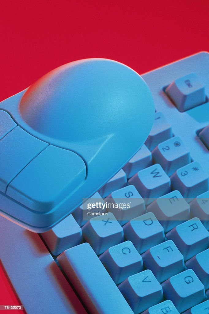 Computer mouse on top of keyboard : Stockfoto