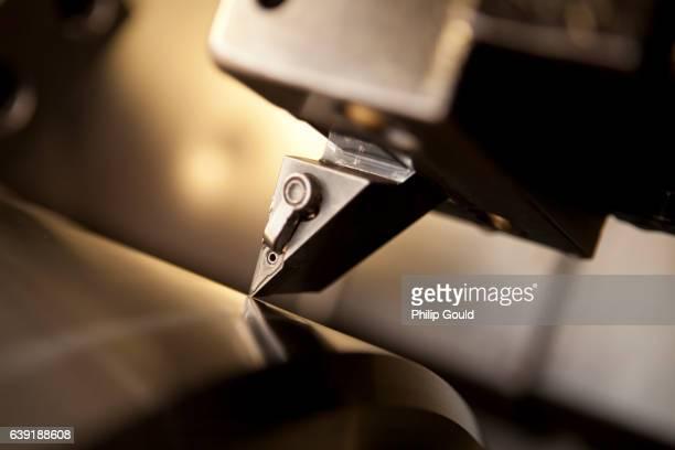 Computerized metal cutting tool