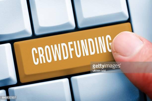 Computertaste mit der Aufschrift Crowdfunding