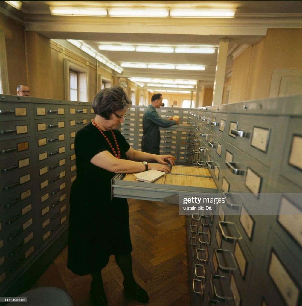 Computer-und Lochkarten-Archiv bei Cern in Genf 1965 : Nachrichtenfoto