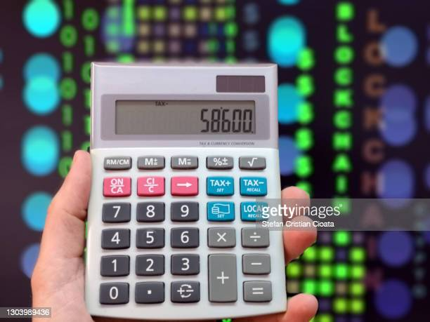 computing crypto loss and or profit. financial technology concept. crypto and block chain. - cristian neri foto e immagini stock