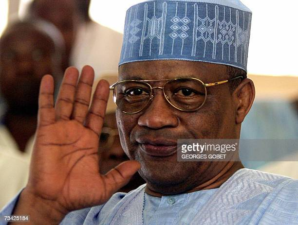 Former Nigerian president and leader of the mediation team Ibrahim Babangida waves during a meeting with unionists 25 February 2007 in Conakry....