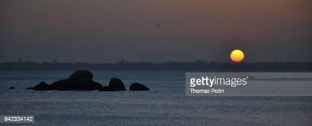 concarneau sunset - concarneau stock-fotos und bilder