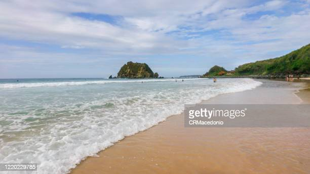 conceição beach is one of the most beatiful beaches in fernando de noronha and with an easy access - crmacedonio stock pictures, royalty-free photos & images
