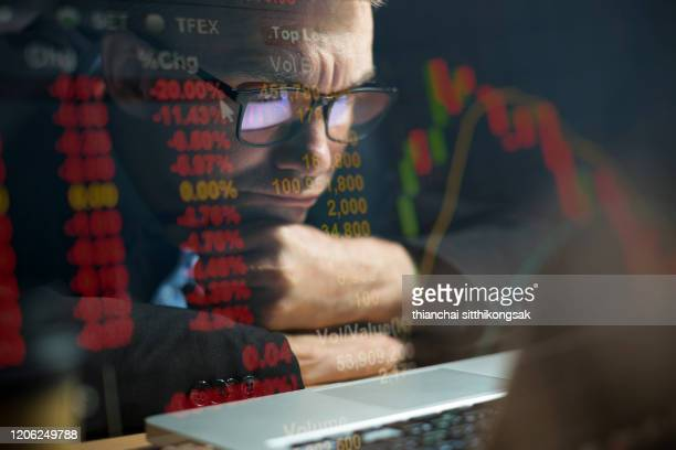 concentrate watching stock exchange - börse stock-fotos und bilder