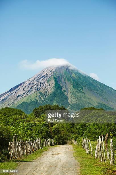 concepcion volcano on ometepe island - nicaragua fotografías e imágenes de stock
