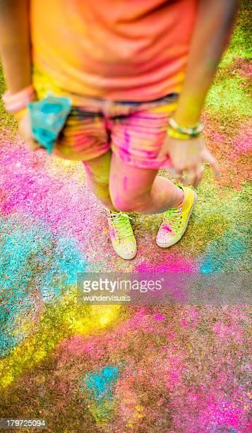 Konzept für Holi powder festival mit hipster