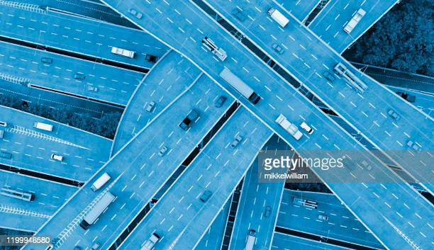 concept of mobility in the city with cars driving on several roads - driverless transport stock pictures, royalty-free photos & images