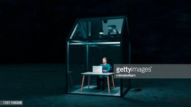 concept van het werken met laptop van huis in een veilige omgeving - beveiliging stockfoto's en -beelden