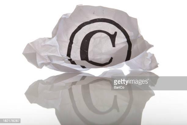 Concepto con crammed papel y una palabra, símbolo de marca