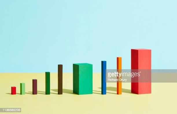 conceptual image of geometric blocks - estratégia de negócio - fotografias e filmes do acervo
