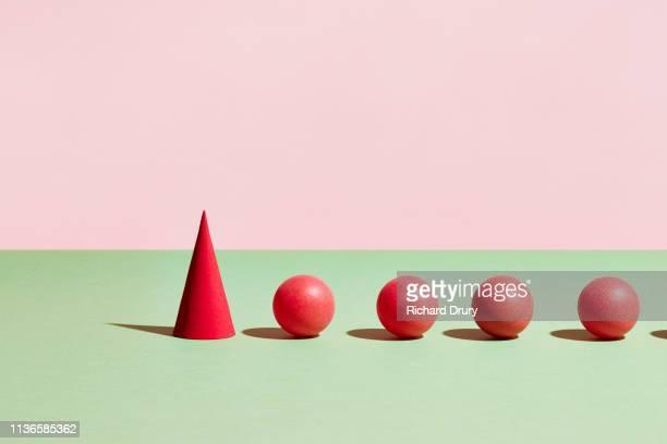 conceptual image of geometric blocks - forma - fotografias e filmes do acervo