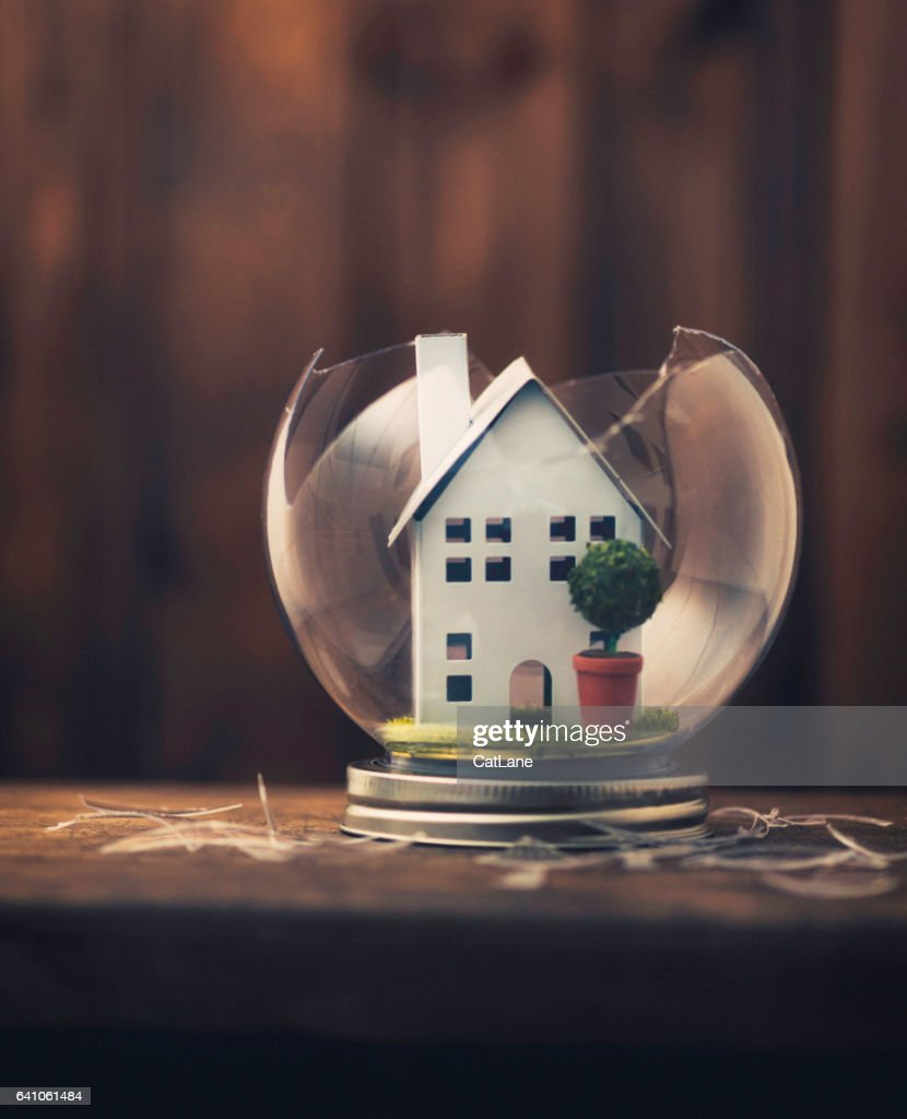 Conceptual imagery portraying a broken home : Stock Photo