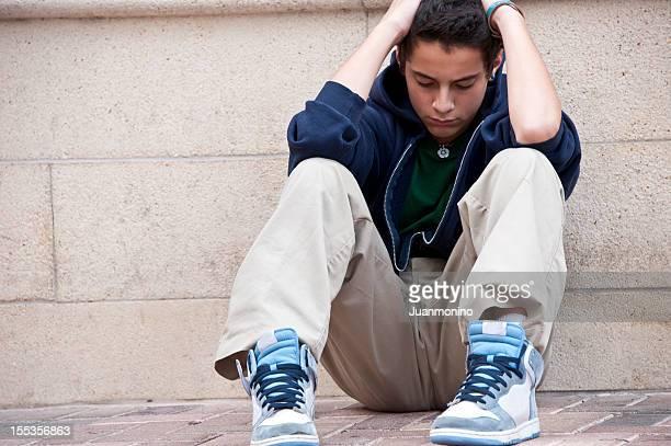 Ispanica adolescente Preoccupato