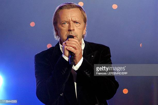 Concert at the Olympia on the 50th anniversary of RTL 9 Chanel In Paris France On February 07 2005Renaud