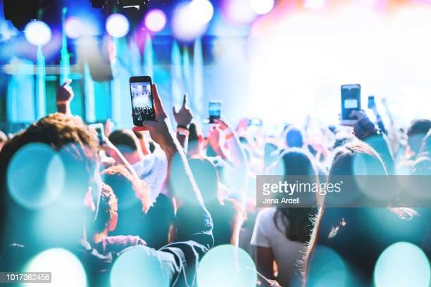 concert crowd, rock concert, concert audience, music festival, cell phones concert, iphone concert, smart phones concert - 出来事 ストックフォトと画像