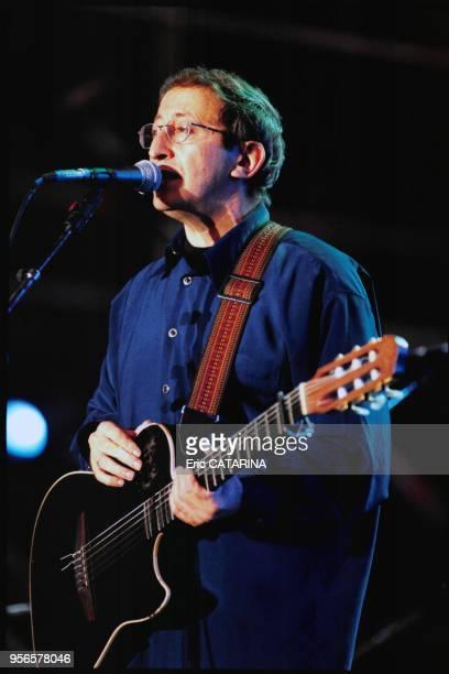 Concert du chanteur algérien Idir aux Francofolies le 11 juillet 2000 à La Rochelle, France.