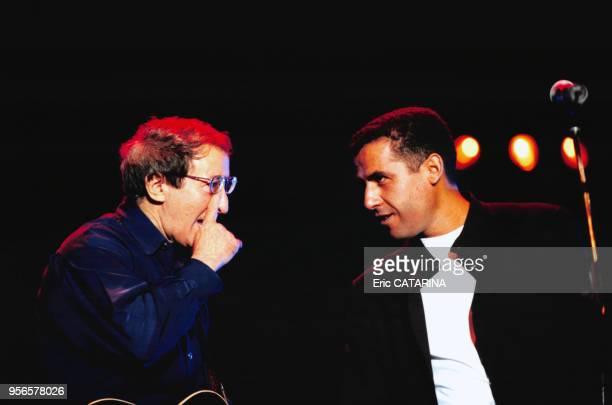 Concert du chanteur algérien Idir avec son compatriote Cheb Mami aux Francofolies le 11 juillet 2000 à La Rochelle, France.