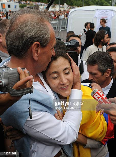 Concert For Peace In Front The Eiffel Tower For The Honor Of Ingrid Betancourt In Paris, France On July 20, 2008 - Franco-Colombian ex-hostage Ingrid...
