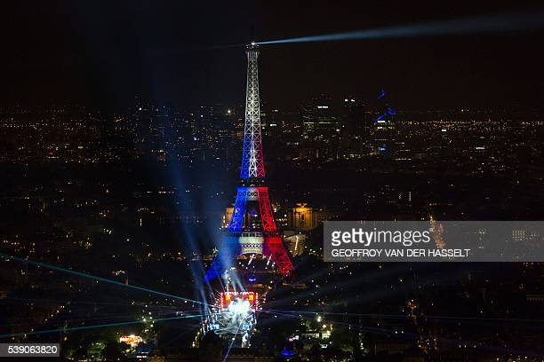 TOPSHOT A concert for the opening of the EURO 2016 takes place in Fan Zone Tour Eiffel in Paris on June 9 2016 / AFP / GEOFFROY VAN DER HASSELT