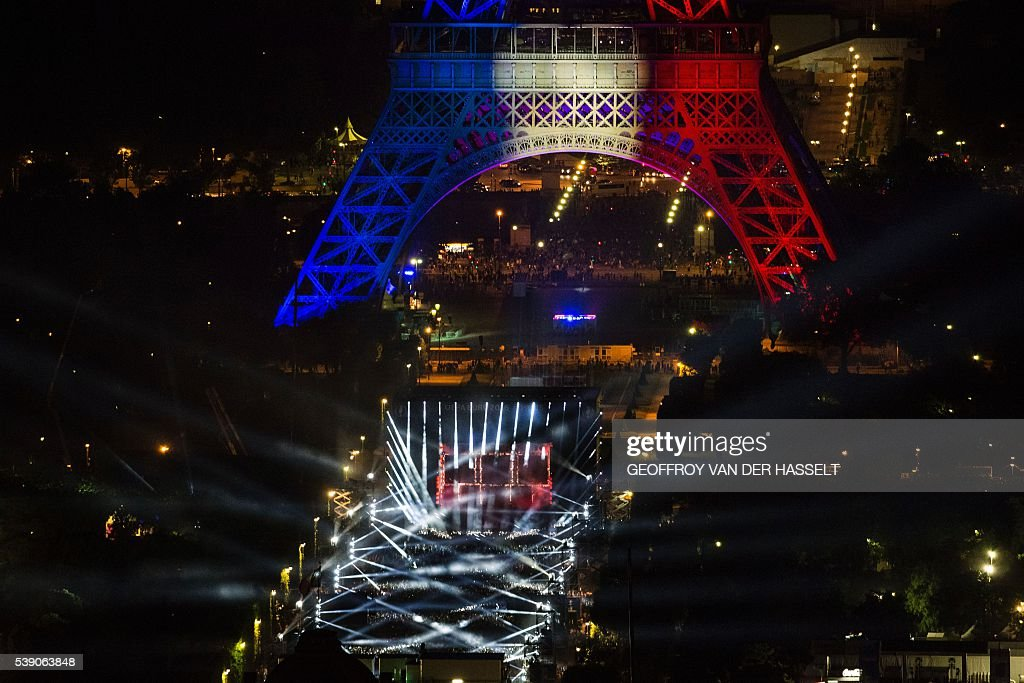 A concert for the opening of the EURO 2016 takes place in Fan Zone Tour Eiffel in Paris on June 9, 2016. / AFP / GEOFFROY