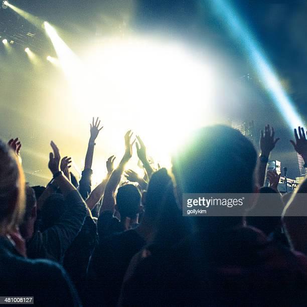 Konzert-Beleuchtung, Arme in die Luft