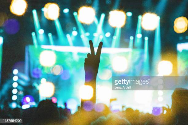 concert lights, concert, concert crowd, peace sign - country and western music stock pictures, royalty-free photos & images