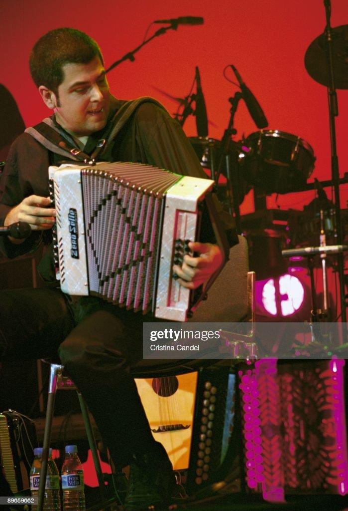 Concert of Kepa Junquera in Madrid Kepa Junquera playing the triquititxa (Basque accordion) at a performance : Fotografia de notícias