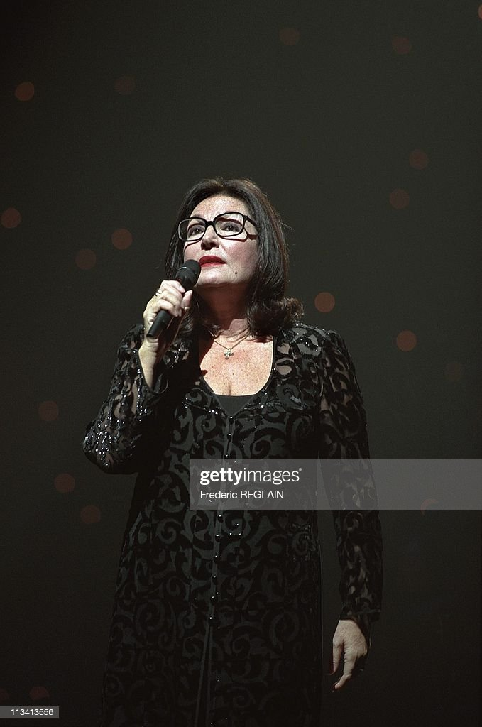Concert Of Nana Mouskouri At The Olympia On December 11th, 1997. In Paris,France : ニュース写真