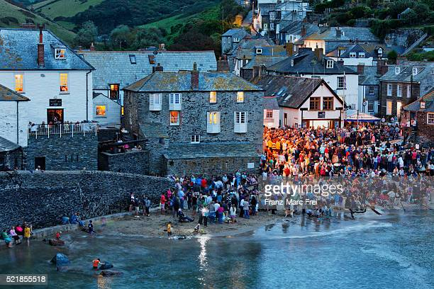 concert of the fisherman's friends at the platte in port isaac - port isaac stock pictures, royalty-free photos & images