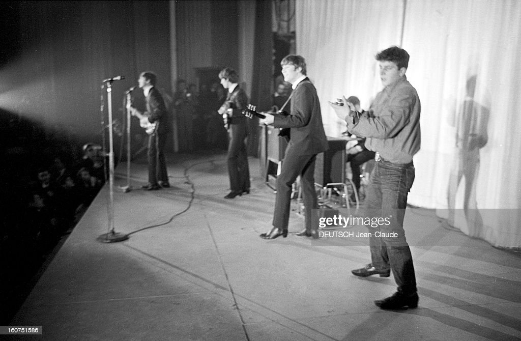 The Beatles Trini Lopez And Sylvie Vartan Paris Janvier 1964 Les News Photo Getty Images