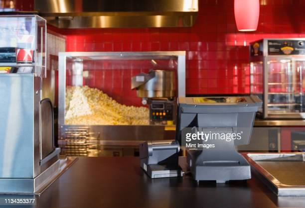 concession stand - snackbar stockfoto's en -beelden