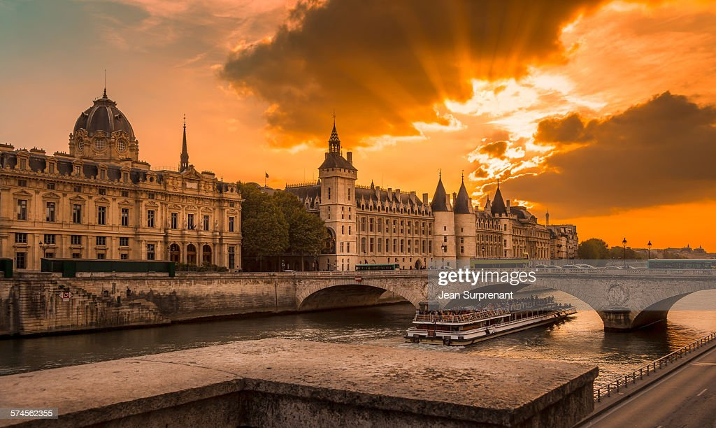 Conciergerie Sunset : Stock Photo