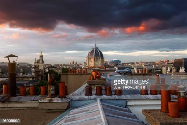 conciergerie, tribunal de commerce & beaubourg, paris - centre georges pompidou stock-fotos und bilder