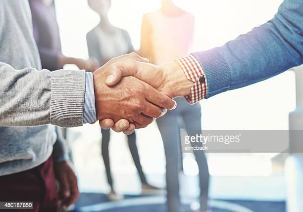 a conclusão de um novo acordo de negócios