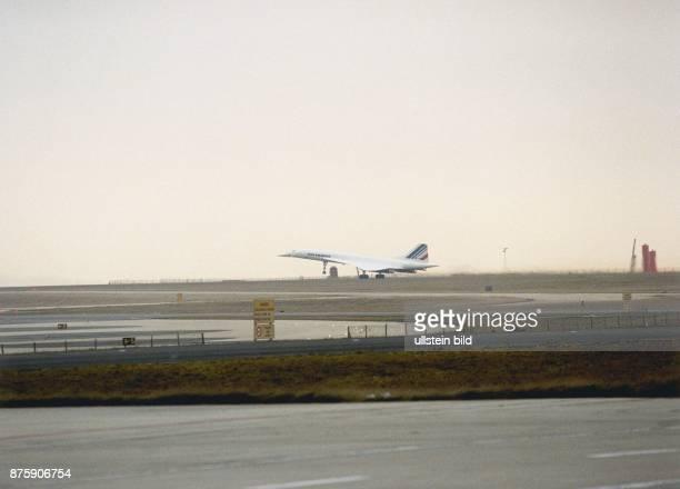 Concorde beim Start auf dem Flughafen Charles de Gaulle in Paris Flugzeugstart Überschallflugzeug