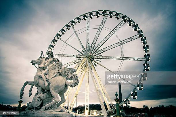 CONTENT] Concorde Place Paris You can see the famous ferris wheel of Paris during winter with a statue
