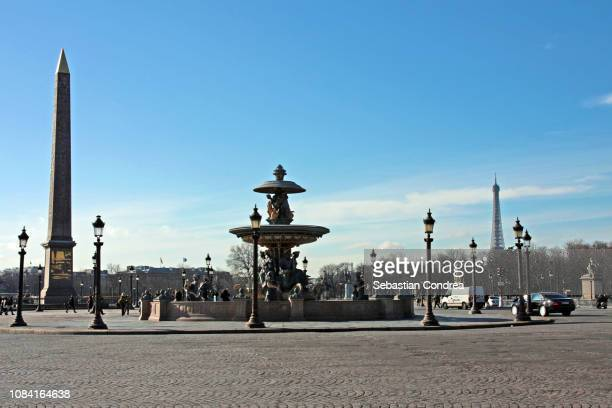 concorde place with fountain, eiffel tower, obelisk, in paris in day, france - place de la concorde stock pictures, royalty-free photos & images