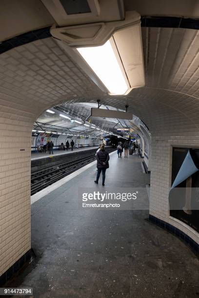 concorde subway station entrance,paris. - emreturanphoto stock pictures, royalty-free photos & images