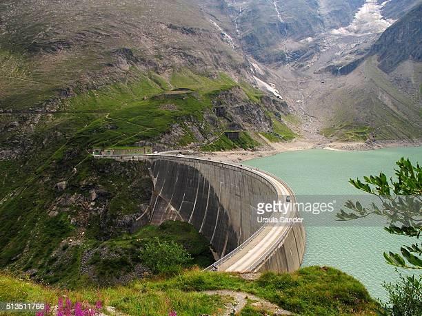 concrete dam of mooserboden reservoir, high tauern region, kaprun, austria - stausee stock-fotos und bilder