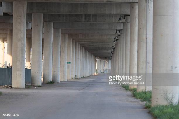 i70 concrete highway pilings - kansas city kansas stock pictures, royalty-free photos & images