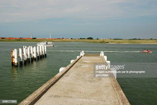 concrete pontoon in the channel - pontoon bridge stock pictures, royalty-free photos & images