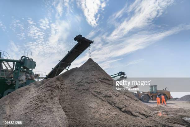 concrete screening machine in concrete recycling site - monty rakusen stock-fotos und bilder