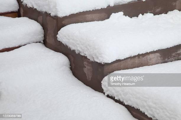 concrete steps covered in deep snow - timothy hearsum fotografías e imágenes de stock
