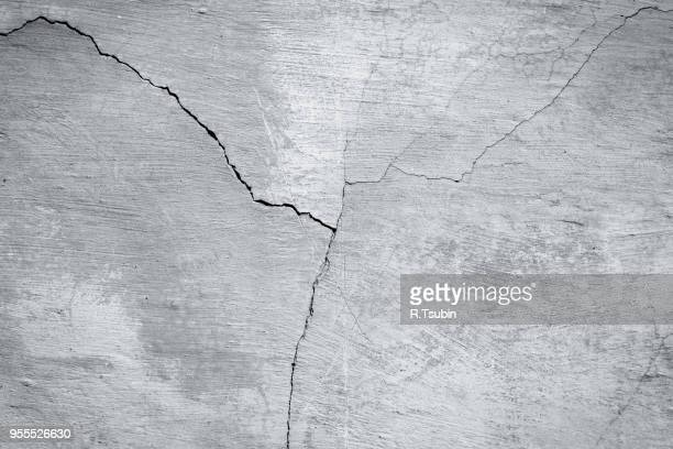concrete wall background of a building texture - ひびが入った ストックフォトと画像