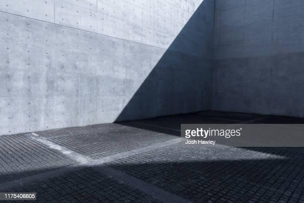 concrete wall - stadt stock-fotos und bilder