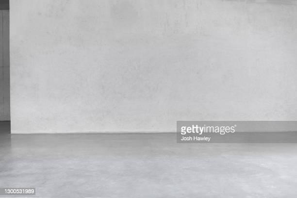 concrete wall - podium photos et images de collection