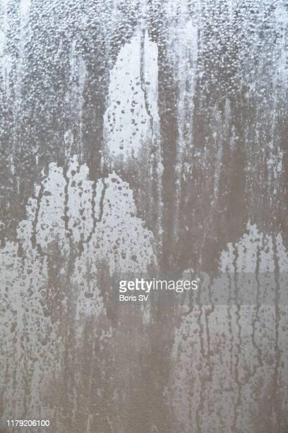 condensed window in shower, backgrounds - mouillé photos et images de collection